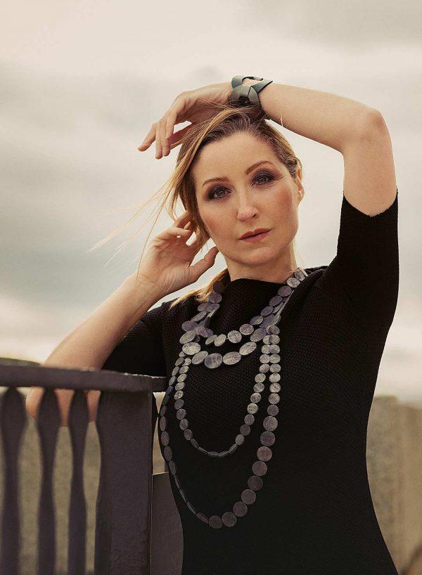 Collartz presentsthe Black & Green Leather Bracelet Rhodes Circles