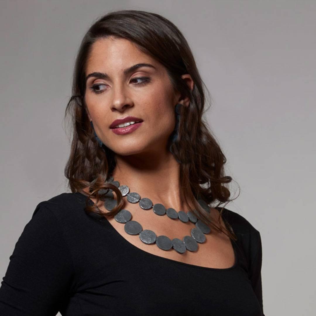 Maria-Collar-Nacar-corto