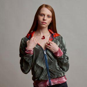 Collartz presenta el Anillo de Plata y Bronce: Doble, hecho a mano por la artista Valentina Laganà.
