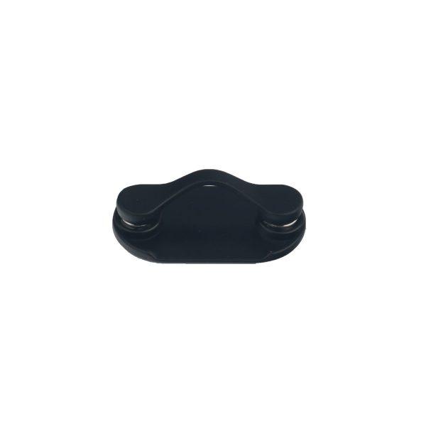 Clipseam negro, un innovador accesorio para sujetar tus gafas.