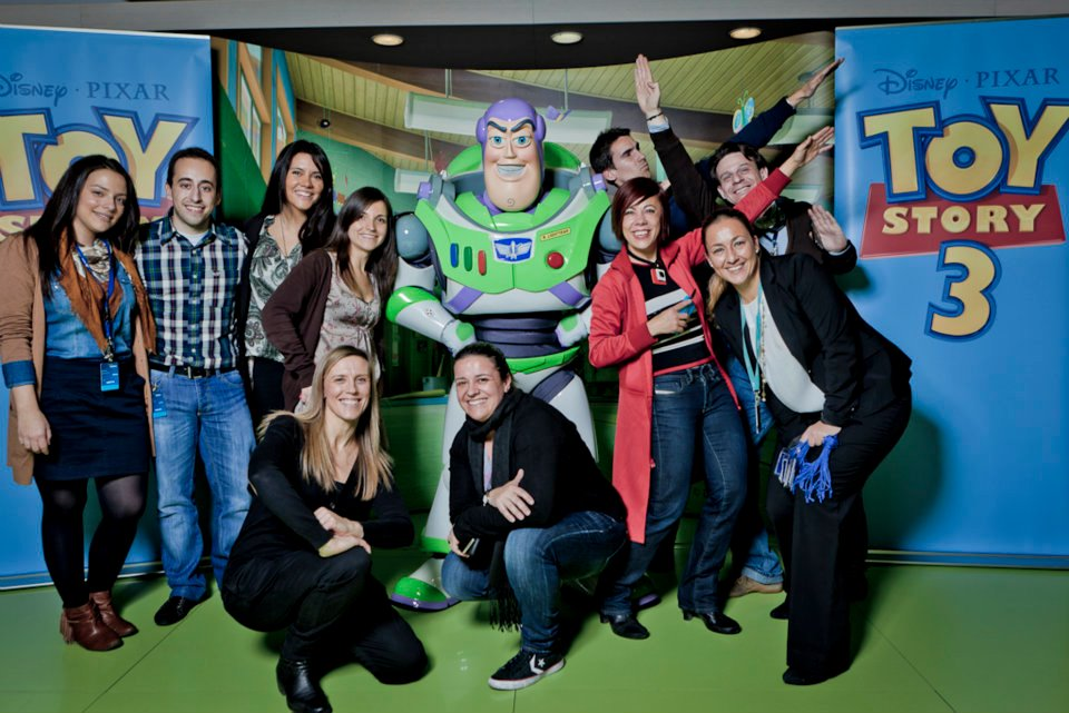 Lidia Pitzalis and the Xbox PR Team in a Dinsey Kinect Event