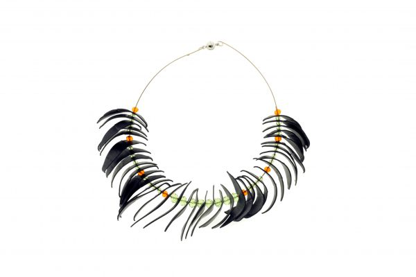 Collartz Recycled Rubber Necklace Agapornis 4