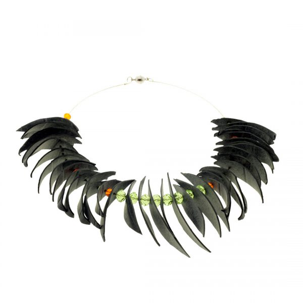 Collartz Recycled Rubber Necklace Agapornis 3