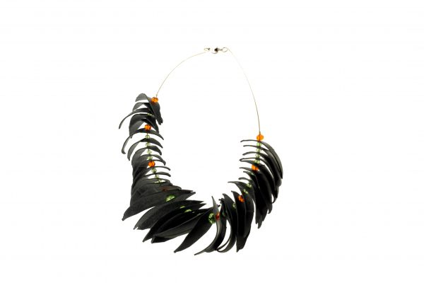 Collartz Recycled Rubber Necklace Agapornis 2